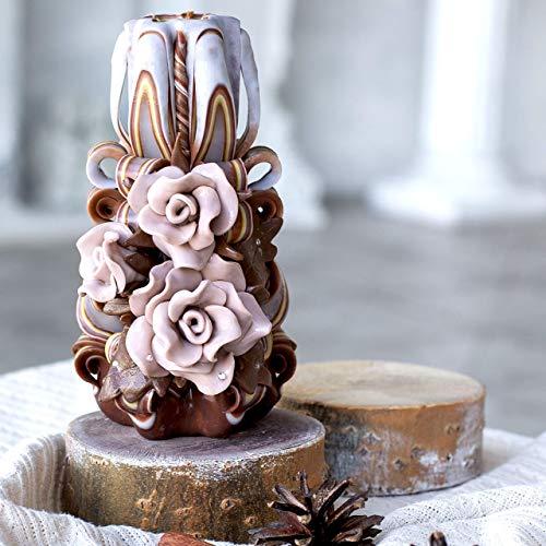 Braune Deko-Kerzen handgefertigt - wunderschöne geschnitzte Kerzen mit beigen Rosen - Weihnachtskerzen-Geschenk