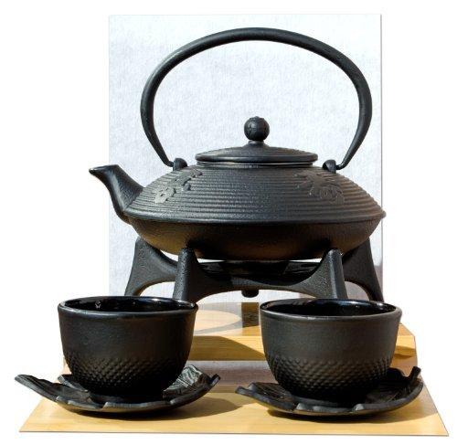 Théière en fonte d'inspiration japonaise 0,8 l avec repose-théière Noir et soucoupes en forme de fleurs avec motif calligraphie
