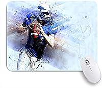 ECOMAOMI 可愛いマウスパッド 楕円形のボールランを保持しているヘルメットとNo.14ジャージーを身に着けているスポーツアメリカンフットボール選手 滑り止めゴムバッキングマウスパッド