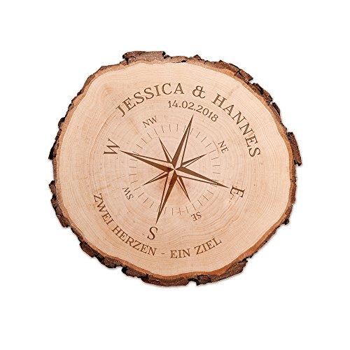 Casa Vivente Baumscheibe aus echtem Holz mit Rinde und Gravur für Paare, Motiv Kompass, Personalisiert mit Namen und Datum, Durchmesser ca. 16 cm