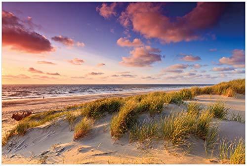 Wallario Glasbild Abendspaziergang am Strand - Sonnenuntergang über dem Meer - 60 x 90 cm in Premium-Qualität: Brillante Farben, freischwebende Optik
