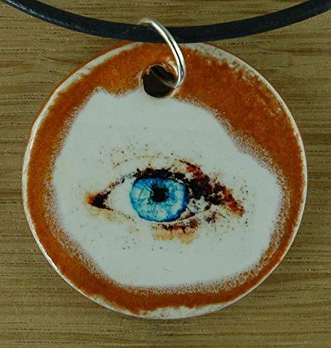 Echtes Kunsthandwerk: Schöner Keramik Anhänger mit einem Auge; blaue Augen, Augenblick, Augenkontakt