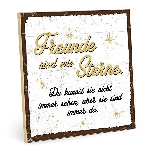 TypeStoff Holzschild mit Spruch – Freunde SIND WIE Sterne (weiß-gelb) – im Vintage-Look mit Zitat als Geschenk und Dekoration zum Thema Freundschaft und Nähe (19,5 x 19,5 cm)