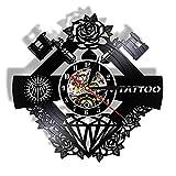 Estudio de tatuajes, signo de tatuaje, nombre personalizado, registro de vinilo silencioso, pared, Clcok, tienda de tatuajes, máquina de tatuaje, decoración de pared, regalo para hombres Hipster