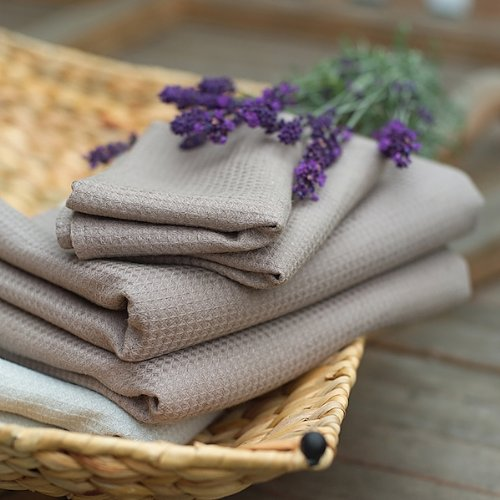 Conjunto de toalla de ba?o de lino en color marrón topo modelo Wafer