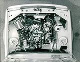 El compartimento del motor del Renault 14 - Vintage Press Photo