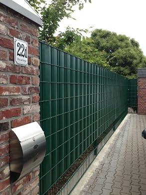 """Foto di Frangivista Sigma per recinzione metallica 26 metri in verde muschio, """"Made in Germany""""."""
