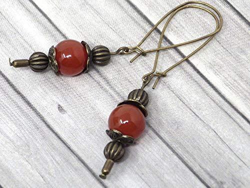 Pendientes Thurcolas de estilo vintage en cornalina roja montados sobre elegantes aros de bronce antiguo
