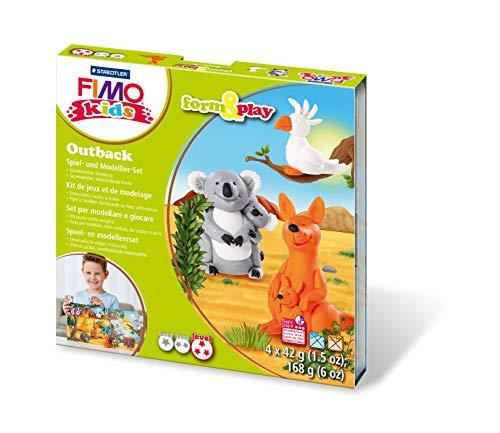 Staedtler 8034 23 LYST form&play Outback Fimo kids Set (superweiche, ofenhärtende Knete, leichte Anleitung, wiederverschließbare Box, Set mit 4 Fimo kids Blöcken, 1 Modellierstab und 1 Spielkulisse)