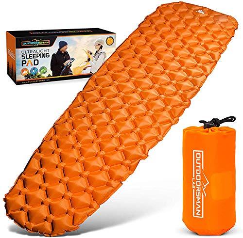 OutdoorsmanLab, Isomatte, extrem leicht, extrem kompakt–für Rucksackreisen, Camping, Urlaub mit superweichem komfortablem Luftkammerdesign, Orange