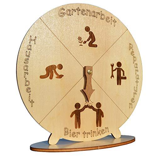 MAEWA® Bieruhr – Das perfekte Bier-Geschenk für Männer und Frauen – Präzise gelasert aus Holz - 22cm Durchmesser - Scherzartikel Made in Germany – nachhaltig und fair