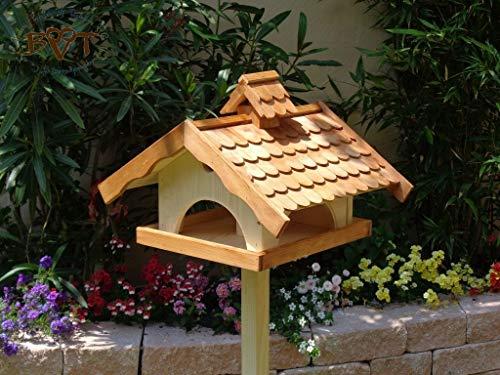 Vogelhaus XXL, vogelhäuschen BTV-VONI5-LOTUS-LEFA-hbraun002 Robustes, stabiles wetterfestes PREMIUM Vogelhaus mit wasserabweisender LOTUS-BESCHICHTUNG VOGELFUTTERHAUS + Nistkasten 100% KOMBI MIT NISTHILFE für Vögel , FUTTERHAUS für Vögel, WINTERFEST - MIT FUTTERSCHACHT Futtervorrat, Vogelfutter-Station Farbe braun hellbraun braun/orange/natur, Ausführung Naturholz MIT TIEFEM WETTERSCHUTZ-DACH für trockenes Futter, Schreinerarbeit aus Vollholz