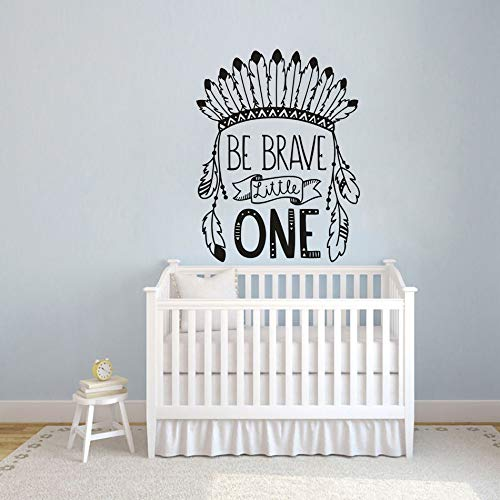 Geiqianjiumai Tribal ontwerp met veren muur hoed applique vinyl muur sticker dapper om sticker muurschildering kinderkamer decoratie