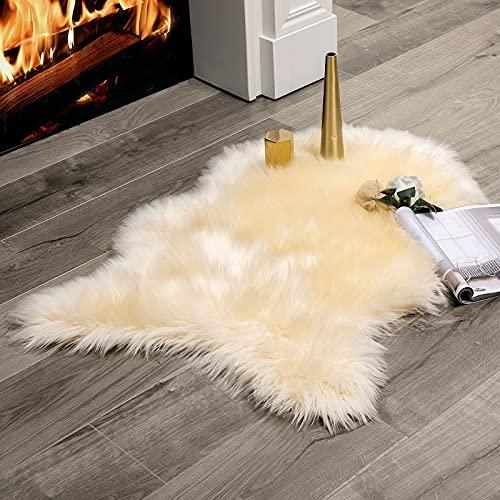 MIULEE Faux Fell Teppich Flauschig Weiche Warm Modern Bodenmatte Sofa Matte, Kunstfell Dekofell Unregelmäßig Bettvorleger Wolle Longhair Optik Gemütliches Beige 60x90 cm