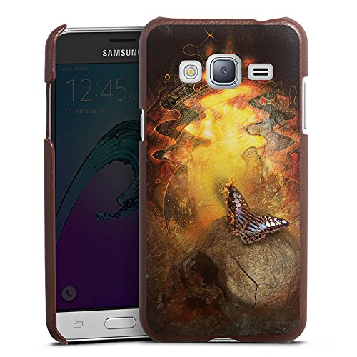 DeinDesign Cover kompatibel mit Samsung Galaxy J3 Duos 2016 Lederhülle braun Leder Hülle Leder Handyhülle Schmetterling Butterfly Art