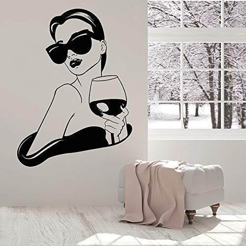 Moda Sunglass Girl Sexy Woman Vino tinto Vinilo Etiqueta de la pared Calcomanía artística KTV Bar Bebidas Restaurante Fiesta Café Dormitorio Decoración para el hogar Mural