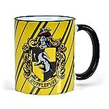 Copa de Harry Potter de Elbenwald con HufflePuff Escudo de armas Radio Impresión con alimentación de animales y letras Cerámica 300ml Amarillo