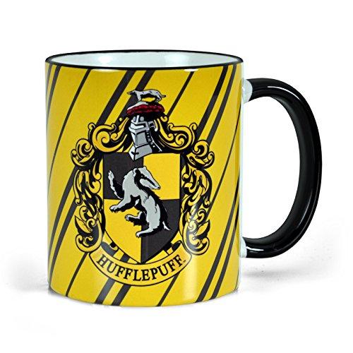 Preisvergleich Produktbild Elbenwald Harry Potter Tasse mit Hufflepuff Wappen Rundumdruck mit Wappentier Dachs und Schriftzug Keramik 300ml gelb