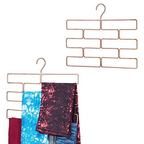 mDesign kompakte Hängeaufbewahrung für Yogahosen, Leggings usw. – platzsparender Accessoire-Organizer für den Kleiderschrank – geometrisch geformter Hosenbügel mit acht Öffnungen – rotgold
