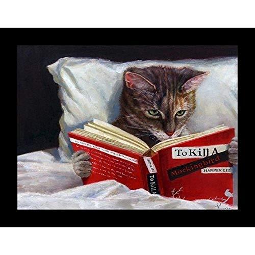 Emoldurado Late Night Thriller - Gato Reading To Kill a Mockingbird por Lucia Heffernan Pôster de impressão artística Feline 25,5 x 20,5 cm Humor