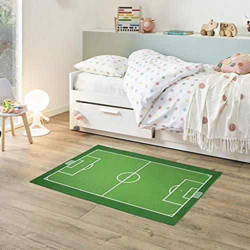 Fabriq Alfombra de juego para niños y niñas, antideslizante, para habitación infantil y sala de juegos, lavable a 30 °C, 95 x 133 cm, diseño de campo de fútbol