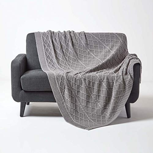 Homescapes gebreide sprei 150x200cm, zachte woondeken van 100% katoen, ideaal als knusse deken of sprei, gebreide deken met kabelpatroon voor bank en bed, effen grijs