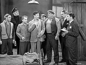 Title: Smuggler's Cove Group of People Having a Discussion in a Movie Scene Typ: Photo Print Größe: 76,20 x 60,96 cm Ganz neu und bereit für die Gestaltung