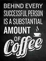 すべての人の背後にはコーヒーがあります メタルポスタレトロなポスタ安全標識壁パネル ティンサイン注意看板壁掛けプレート警告サイン絵図ショップ食料品ショッピングモールパーキングバークラブカフェレストラントイレ公共の場ギフト