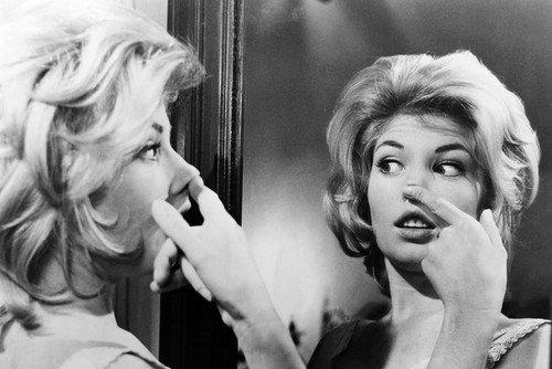 Monica Vitti as Claudia in L'avventura 24x36 Poster Looks in Mirror at Herself