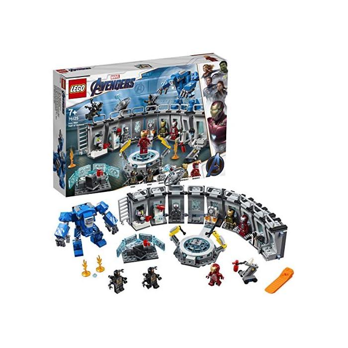 517u2 7S 2L Incluye 6 minifiguras del universo Marvel: Iron Man MK 1, Iron Man MK 5, Iron Man MK 41, Iron Man MK 50 y dos Outriders. Este juguete de superhéroes para construir contiene un laboratorio de Iron Man con módulos desmontables que se pueden combinar y apilar de muchas maneras diferentes para crear experiencias de juego alternativas. El laboratorio de Iron Man incluye una plataforma giratoria con 2 brazos robóticos articulados; una mesa con una pantalla de color azul translúcido, silla para una minifigura y taza; un módulo de cocina con licuadora para preparar batidos para construir y taza; un módulo de armería con un cañón, una potente mochila propulsora y un elemento que representa el rayo de energía para las minifiguras; un módulo de almacenamiento de herramientas con llave inglesa; módulos para guardar las armaduras de Iron Man; una antena de radar; barreras de seguridad; y un extintor y 2 elementos que representan las llamas.