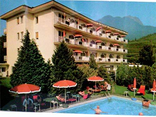 Komfort-Hotel Anatol. Meran / Merano / Südtirol / Italien. Alte AK farbig. Fam. Renate & Peter Bohrer. Gebäudeansicht, Swimmingpool, Badegäste, Panoramablick
