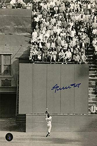 Willie Mays Autograph Replica Super Print - The Catch - Portrait - Unframed