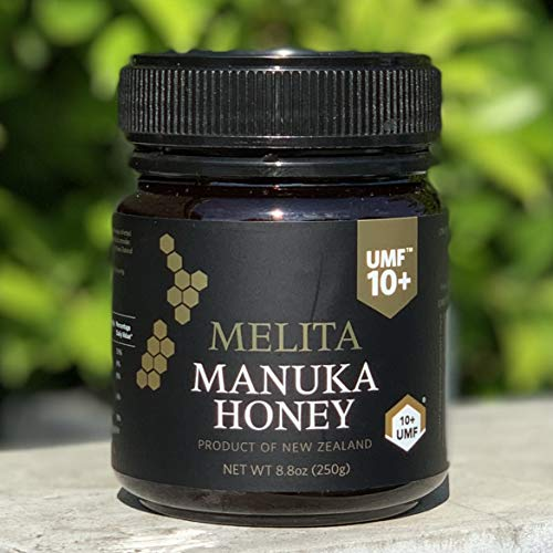樹木からとられたハチミツ「マヌカハニー」は、強力な殺菌・消毒力を持っているため、健康促進食品として注目を集めています。ほのかな苦みがあるため、トーストに塗ったり、ヨーグルトや飲み物に混ぜたりして食べるといいかもしれません。