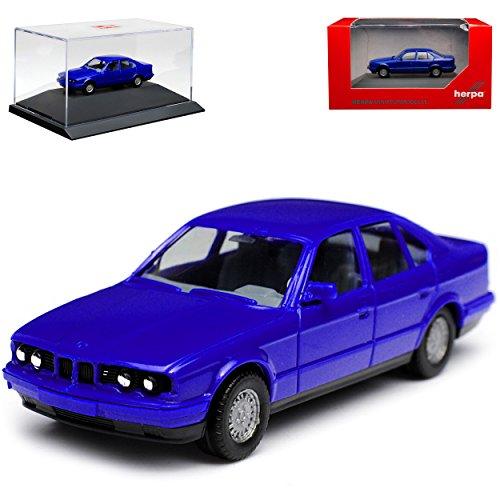 B-M-W 5er E34 Limousine Blau 1987-1996 mit Sockel und Vitrine H0 1/87 Herpa Modell Auto mit individiuellem Wunschkennzeichen
