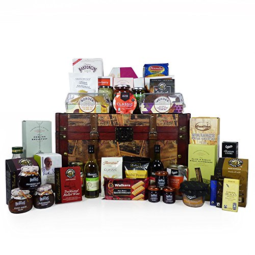 'Family Feast' Gourmet Food and Wine Hamper in a Vintage Style Chest – Gift Ideas for Christmas, Fathers Day, Mothers Day, Mum, Dad, Birthday, Anniversary, Corporate, Business, Thank You