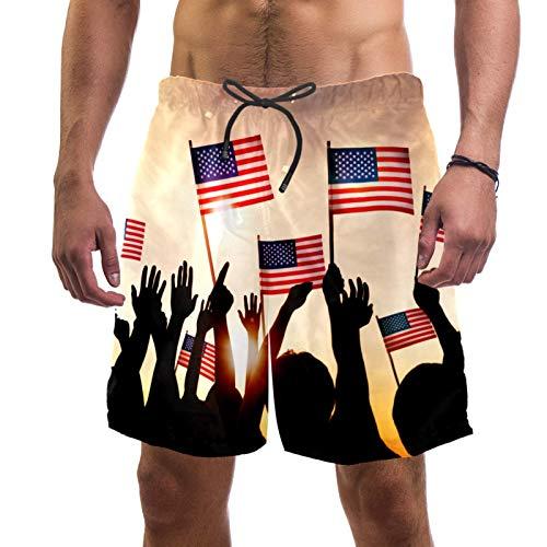 AITAI Pantalones cortos de playa para hombre Grupo de personas agitando banderas americanas en la parte trasera iluminada de secado rápido para deportes de baño