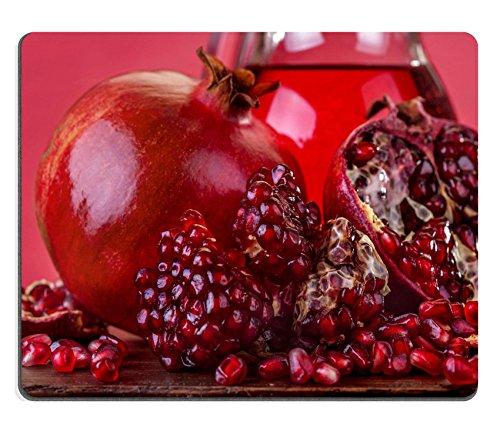 Luxlady Gaming Mousepad IMAGE ID: 24710907 vers fruit granaatappel op een houten tafel met granaatappelsap in de kan