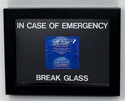 Cornice con condom Durex e scritta in lingua inglese