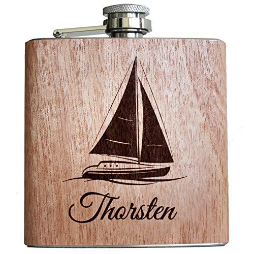 Pixelstudio Segeln & Segler Geschenke Holz Flachmann mit Segelboot Gravur und persönlichem Namen Geschenk individuell Skipper Zubehör