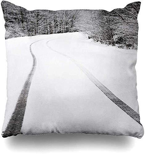 Throw Pillow Cover Blue Sky Track Huellas de neumáticos de automóvil en la montaña Automóvil curvo Naturaleza Nieve Coche Tormenta de nieve Diseño nublado Funda de cojín para el hogar A 16×16pulgada