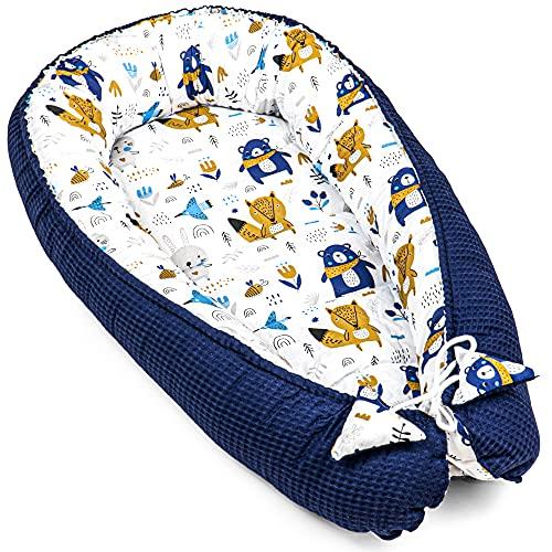 Totsy Baby Nido Bebe Recien Nacido - Reductor de Cuna nidos para Bebes cojin colecho (Piqué de Gofre Azul Oscuro con Estampado de Animales, 90 x 50 cm)