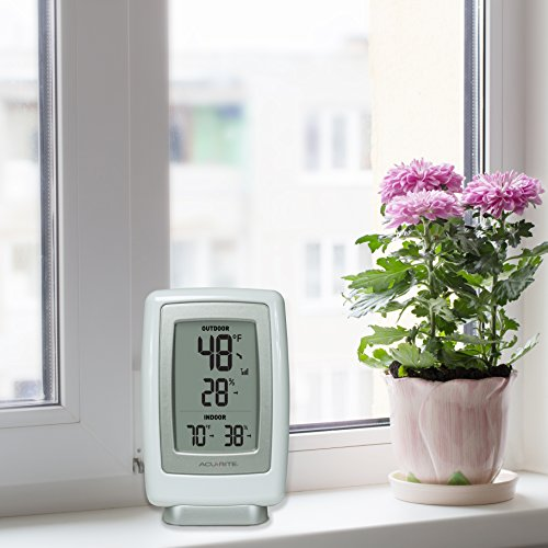 Product Image 5: AcuRite 00611 Indoor Outdoor Thermometer with Wireless Temperature Sensor & Hygrometer