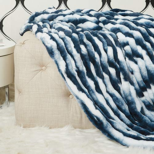 Cozy Acres Snow Chinchilla Decke, 54 x 60 cm, Weiß / Blau