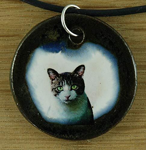 Echtes Kunsthandwerk: Schöner Keramik Anhänger mit einer Hauskatze; Wohnungskatze, Kater, Katze, Katzenbesitzer