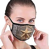Old Texas Star Sign On Wooden Fence Near Moab Utah, USA Tela media cara máscara bucal con orejeras anti polvo anti niebla máscara a prueba de viento