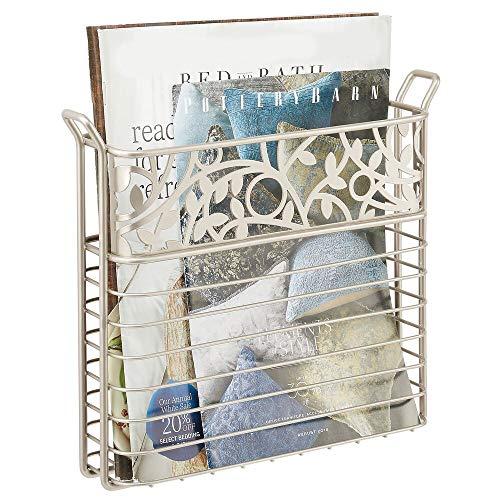 mDesign Zeitungshalter für das Bad, Wohnzimmer oder Büro – wandmontierter Zeitungskorb aus Metall – platzsparender Zeitschriftensammler für Magazine, Bücher oder Tablets – mattsilberfarben