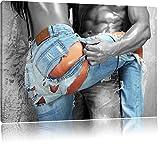 Frau in aufgerissener Jeans schwarz/weiß Format: 120x80