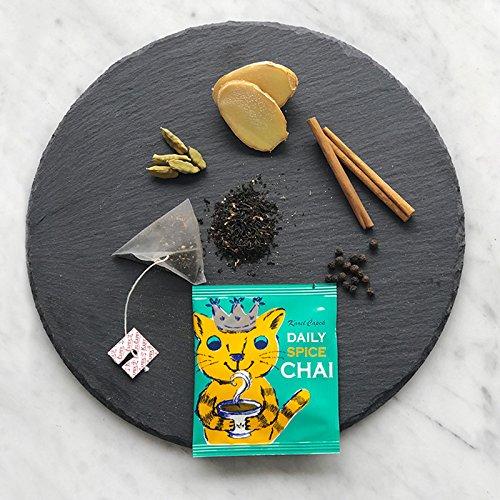 絵本作家としても知られる山田詩子さんがオーナーを務める紅茶ブランド【カレルチャペック】。フレーバーの種類は非常に幅広く、その一つ一つが山田さんデザインの可愛いパッケージに包まれています。