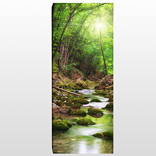 wandmotiv24 Leinwandbild Panorama Nr. 371 Flusslauf im Wald 100x40cm, Bild auf Leinwand, Bach Bäume Grün