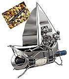 BRUBAKER Weinflaschenhalter Segelboot mit Liebespaar - Deko-Objekt Metall - Flaschenständer mit Grußkarte - Weingeschenk für Paare Höhe 34 cm